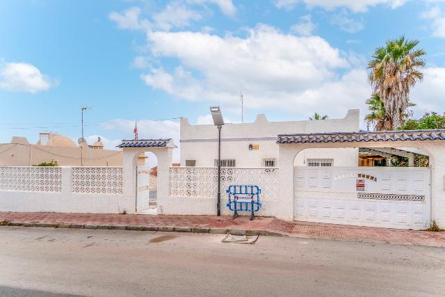 Casa en venta en Orihuela, Alicante, Carretera San Miguel de Salinas, 173.900 €, 3 habitaciones, 2 baños, 157 m2