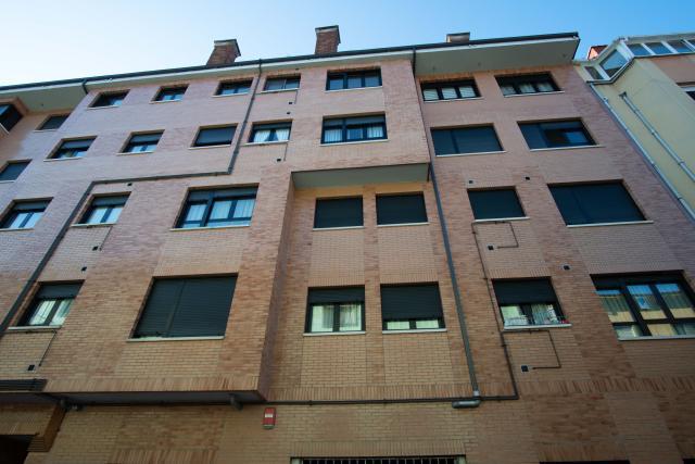 Piso en venta en El Entrego / L`entregu, San Martín del Rey Aurelio, Asturias, Calle Ataulfo Argenta, 42.000 €, 60 m2