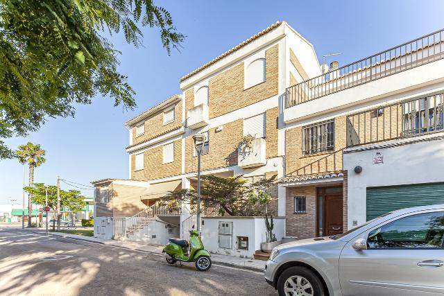Casa en venta en Alaquàs, Valencia, Calle Manises, 258.000 €, 3 habitaciones, 3 baños, 262 m2