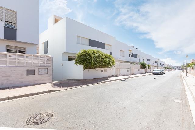 Piso en venta en Las Chocillas, Almería, Almería, Calle Piscis, 245.000 €, 175 m2