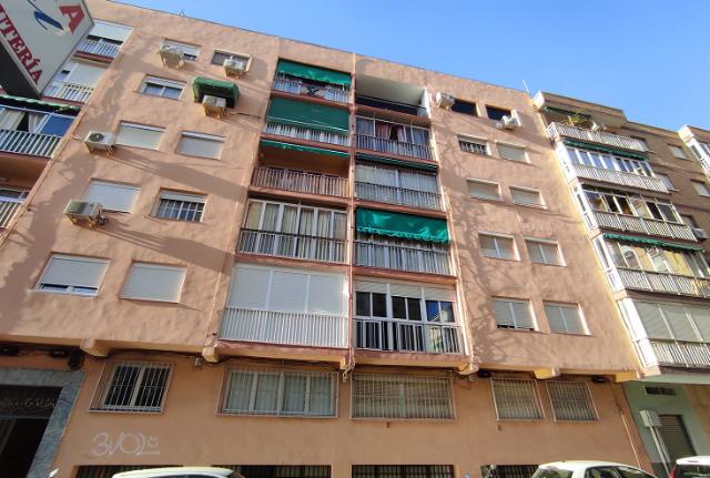 Piso en venta en Málaga, Málaga, Calle Gordon, 122.100 €, 3 habitaciones, 1 baño, 75 m2
