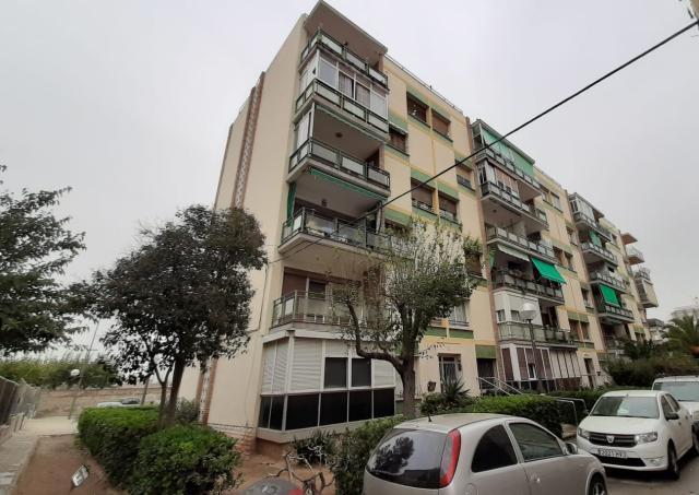 Piso en venta en Tarragona, Tarragona, Calle Menorca, 48.000 €, 79 m2
