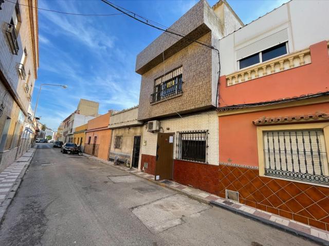 Casa en venta en Casa en la Línea de la Concepción, Cádiz, 99.500 €, 3 habitaciones, 2 baños, 142 m2
