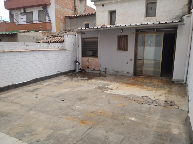 Casa en venta en Casa en Alguaire, Lleida, 88.500 €, 2 habitaciones, 2 baños, 366 m2