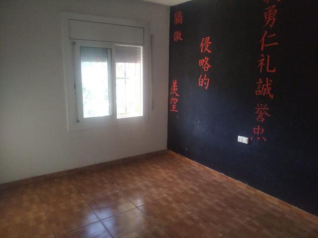 Casa en venta en Can Palet de Vista Alegre, Terrassa, Barcelona, Calle Pinsa, 119.700 €, 4 habitaciones, 1 baño, 173 m2