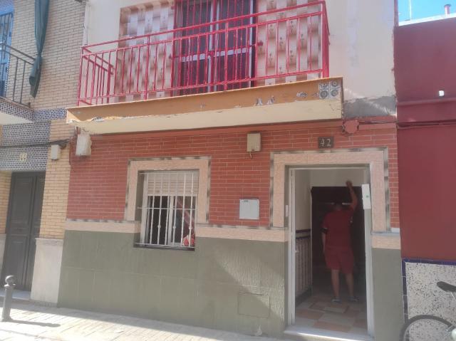 Casa en venta en Distrito Cerro-amate, Sevilla, Sevilla, Calle Villaverde, 77.500 €, 3 habitaciones, 2 baños, 140 m2
