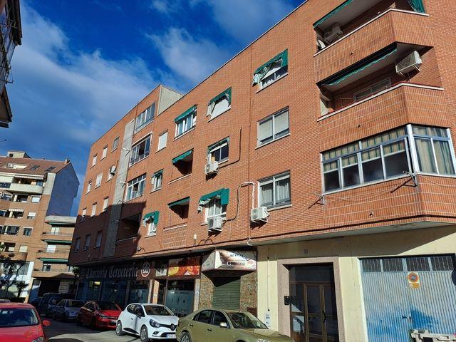 Piso en venta en Talavera de la Reina, Toledo, Calle Nieves, 119.000 €, 3 habitaciones, 2 baños, 127 m2
