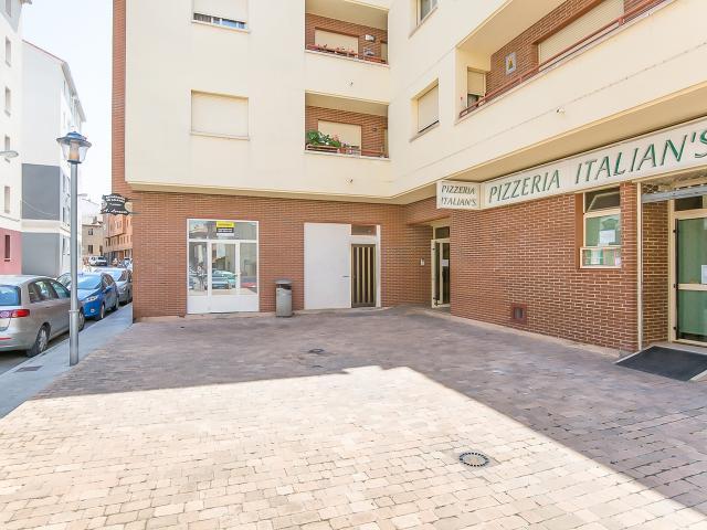 Local en venta en Sabiñánigo, Huesca, Calle Luis Buñuel, 101.500 €, 136 m2
