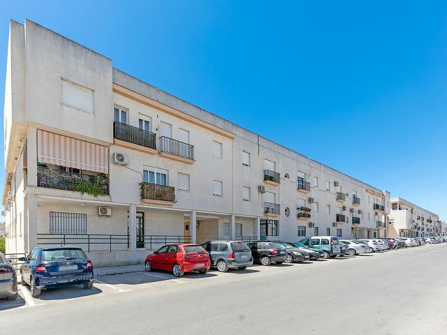 Piso en venta en Villamartín, Cádiz, Calle Blas Infante, 77.000 €, 4 habitaciones, 2 baños, 101 m2