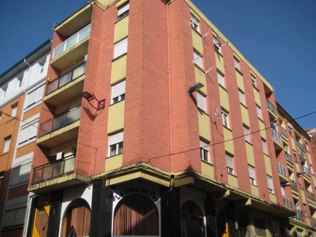 Piso en venta en La Inmobiliaria, Torrelavega, Cantabria, Calle Leonardo Torres Quevedo, 38.000 €, 2 habitaciones, 1 baño, 77 m2