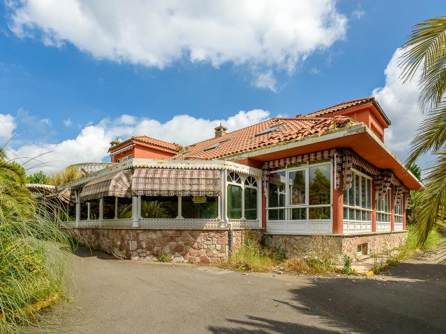 Casa en venta en Llanera, Asturias, Calle la Campana, 409.500 €, 5 habitaciones, 6 baños, 775 m2