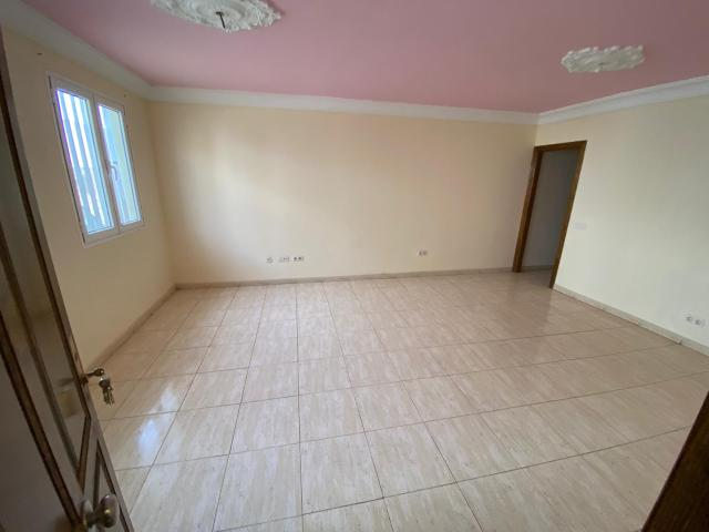 Piso en venta en Piso en Arrecife, Las Palmas, 80.000 €, 2 habitaciones, 1 baño, 72 m2
