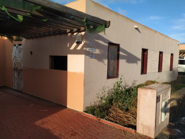 Casa en venta en La Oliva, Las Palmas, Calle Tarajal, 169.000 €, 3 habitaciones, 2 baños, 101 m2