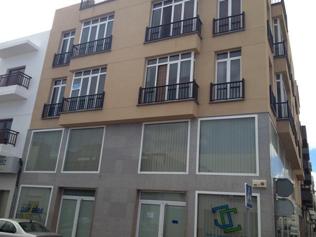 Piso en venta en Piso en Arrecife, Las Palmas, 114.000 €, 2 habitaciones, 2 baños, 85 m2