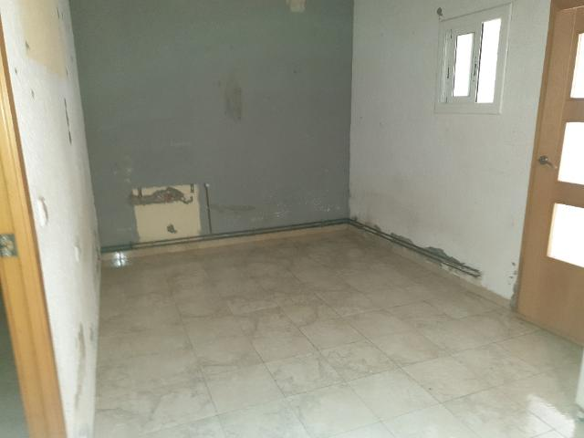 Piso en venta en Santa Coloma de Gramenet, Barcelona, Calle Listz, 60.000 €, 1 habitación, 1 baño, 38 m2