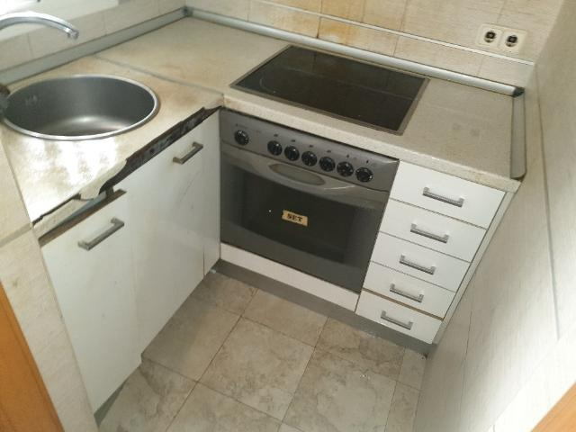 Piso en venta en Piso en Santa Coloma de Gramenet, Barcelona, 57.600 €, 1 habitación, 1 baño, 38 m2