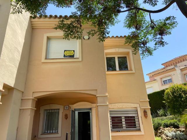 Piso en venta en Piso en Marbella, Málaga, 392.798 €, 3 habitaciones, 1 baño, 221 m2