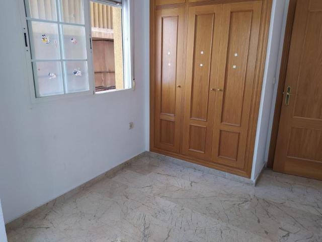 Piso en venta en Piso en Motril, Granada, 145.000 €, 114 m2