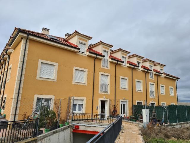 Piso en venta en Hontanares de Eresma, Segovia, Avenida Hontanares de Eresma, 64.800 €, 2 habitaciones, 1 baño, 75 m2
