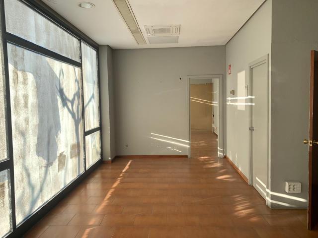 Local en venta en Local en Figueres, Girona, 115.200 €, 157 m2