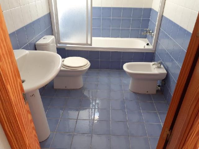 Casa en venta en Casa en L` Alfàs del Pi, Alicante, 185.000 €, 3 habitaciones, 2 baños, 144 m2