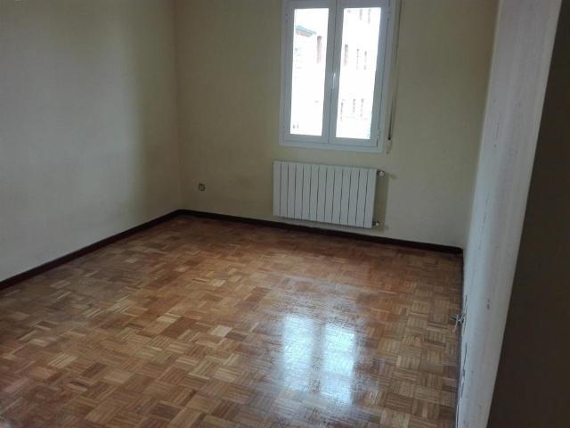 Piso en venta en Piso en Ribera Baja/erribera Beitia, Álava, 80.000 €, 3 habitaciones, 2 baños, 99 m2, Garaje