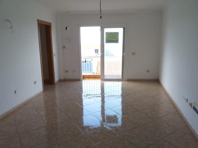 Piso en venta en Piso en Buenavista del Norte, Santa Cruz de Tenerife, 68.500 €, 2 habitaciones, 1 baño, 69 m2, Garaje