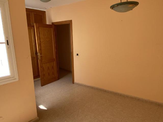 Piso en venta en Piso en Arrecife, Las Palmas, 87.600 €, 3 habitaciones, 1 baño, 90 m2