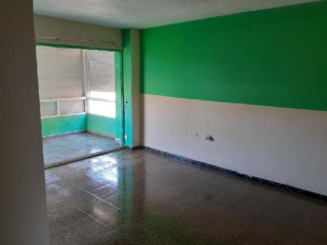 Piso en venta en Piso en Alicante/alacant, Alicante, 27.266 €, 4 habitaciones, 1 baño, 95 m2