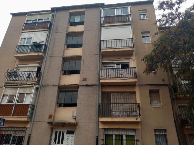 Piso en venta en Girona, Girona, Calle Josep Maria Prat I Roca, 57.000 €, 3 habitaciones, 1 baño, 59 m2