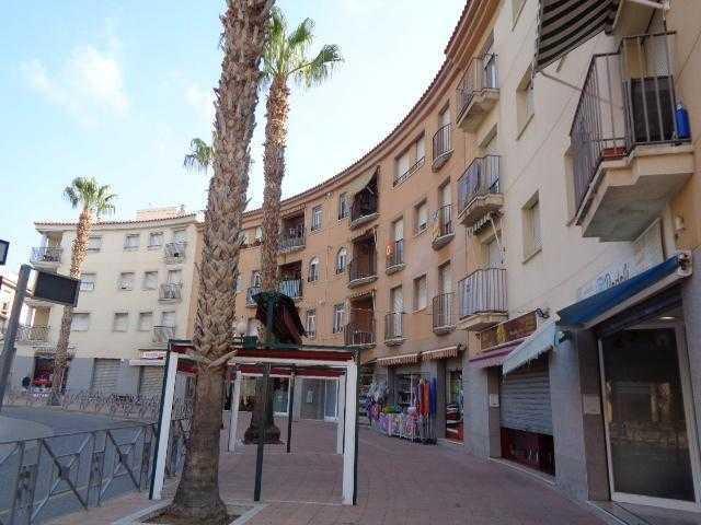 Piso en venta en Piso en Roda de Berà, Tarragona, 109.300 €, 3 habitaciones, 2 baños, 117 m2, Garaje