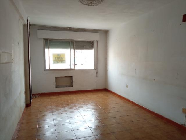 Piso en venta en Piso en Vélez-málaga, Málaga, 97.600 €, 3 habitaciones, 1 baño, 83 m2