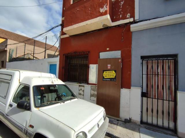 Casa en venta en Casa en la Línea de la Concepción, Cádiz, 59.700 €, 2 habitaciones, 1 baño, 79 m2