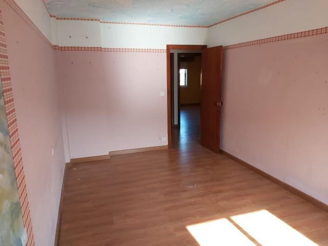Piso en venta en Piso en Fene, A Coruña, 64.000 €, 4 habitaciones, 2 baños, 115 m2