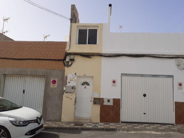 Piso en venta en Agüimes, Las Palmas, Calle Becquer, 128.000 €, 2 habitaciones, 2 baños, 159 m2