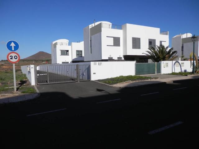 Piso en venta en Costa Teguise, Teguise, Las Palmas, Calle Temple, 195.000 €, 3 habitaciones, 2 baños, 97 m2
