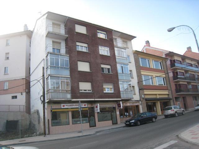 Piso en venta en Puente de Sardas, Sabiñánigo, Huesca, Avenida Ejercito, 58.500 €, 3 habitaciones, 1 baño, 80 m2