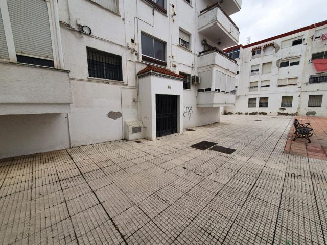 Piso en venta en Huelva, Huelva, Plaza Monseñor Jose Maria Escrivá de Balaguer, 59.400 €, 3 habitaciones, 1 baño, 88 m2