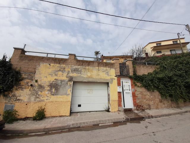 Casa en venta en Can Palet de Vista Alegre, Terrassa, Barcelona, Calle Vell Dullastrell, 219.000 €, 3 habitaciones, 2 baños, 136 m2