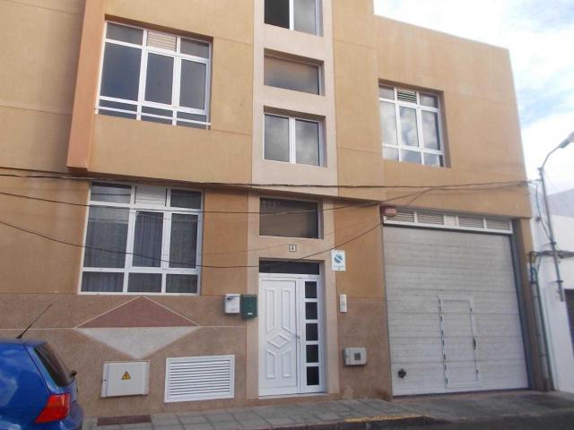 Piso en venta en Piso en Arrecife, Las Palmas, 88.900 €, 3 habitaciones, 2 baños, 81 m2