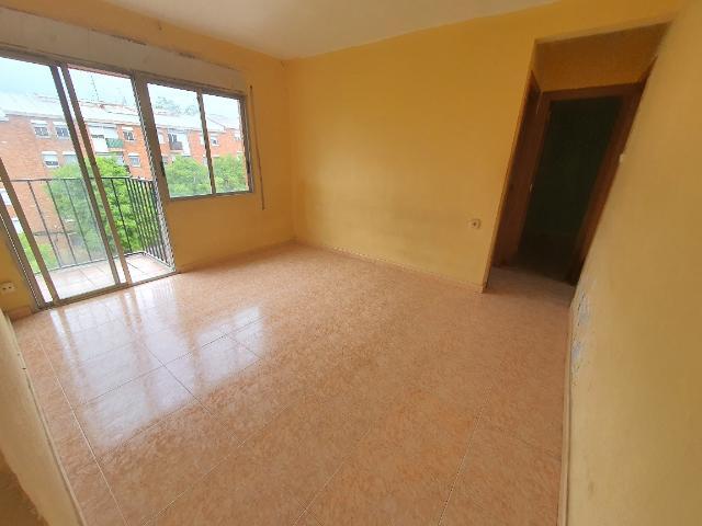 Piso en venta en Escola Industrial, Terrassa, Barcelona, Calle Sant Crispi, 65.700 €, 3 habitaciones, 1 baño, 70 m2