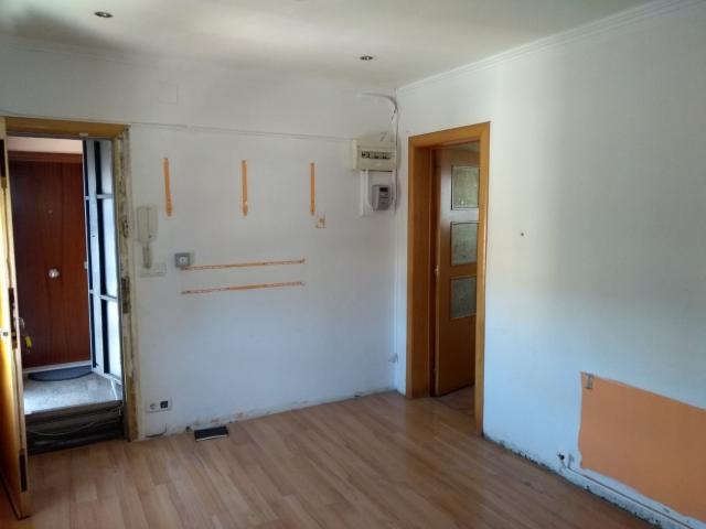 Piso en venta en Piso en Sant Boi de Llobregat, Barcelona, 110.000 €, 3 habitaciones, 1 baño, 45 m2