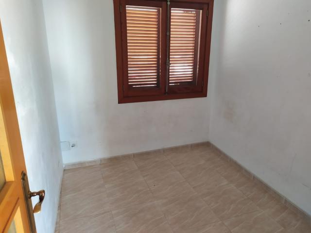 Piso en venta en La Ciutat Jardí, Palma de Mallorca, Baleares, Calle Capita Vila, 161.400 €, 3 habitaciones, 2 baños, 121 m2