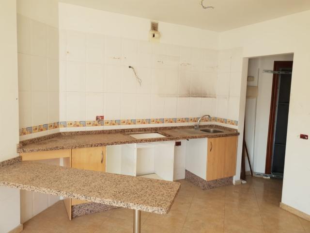 Piso en venta en Piso en Arona, Santa Cruz de Tenerife, 75.000 €, 2 habitaciones, 1 baño, 63 m2, Garaje