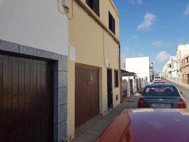 Piso en venta en Argana Alta, Arrecife, Las Palmas, Calle Trillo, 105.000 €, 4 habitaciones, 3 baños, 102 m2