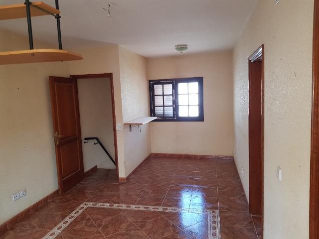 Piso en venta en Piso en Arrecife, Las Palmas, 105.000 €, 4 habitaciones, 3 baños, 102 m2