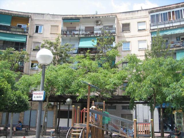 Piso en venta en Carolinas Bajas, Alicante/alacant, Alicante, Plaza Manila, 64.000 €, 3 habitaciones, 1 baño, 82 m2