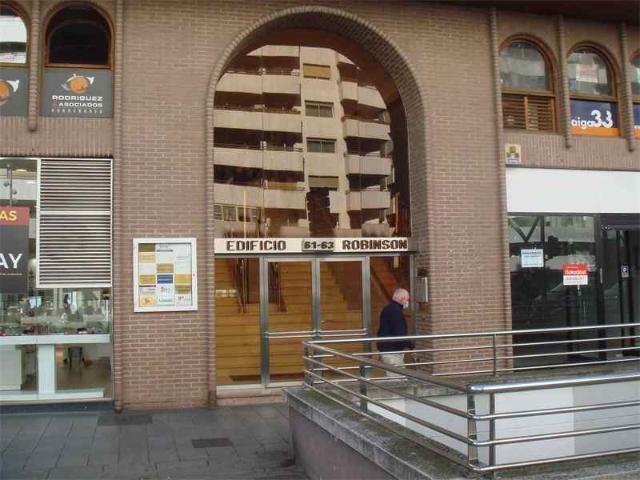 Local en venta en El Cortijo, Logroño, La Rioja, Avenida Gran Vía Juan Carlos I, 84.400 €, 91 m2