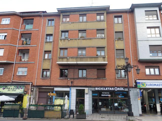 Piso en venta en Oviedo, Asturias, Calle Rio Caudal, 40.000 €, 77 m2