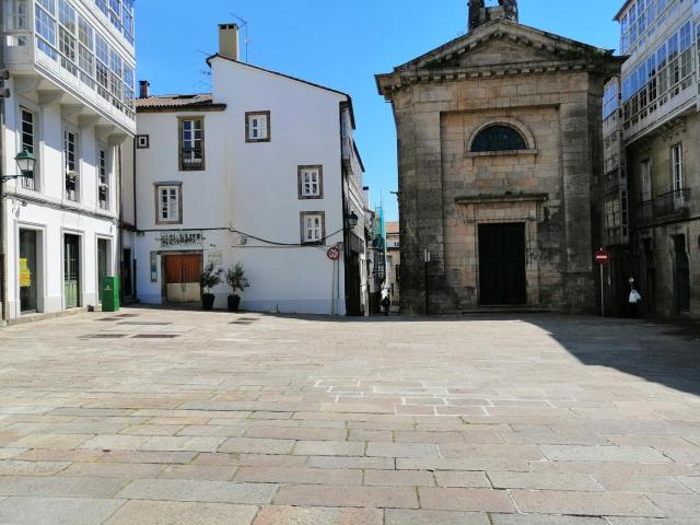 Casa en venta en Santiago de Compostela, A Coruña, Calle de San Bieito, 375.000 €, 4 habitaciones, 2 baños, 147 m2